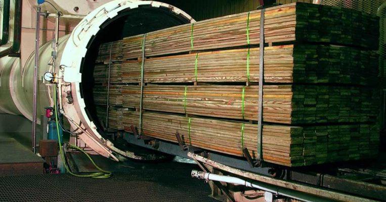 Пропитанная под давлением древесина